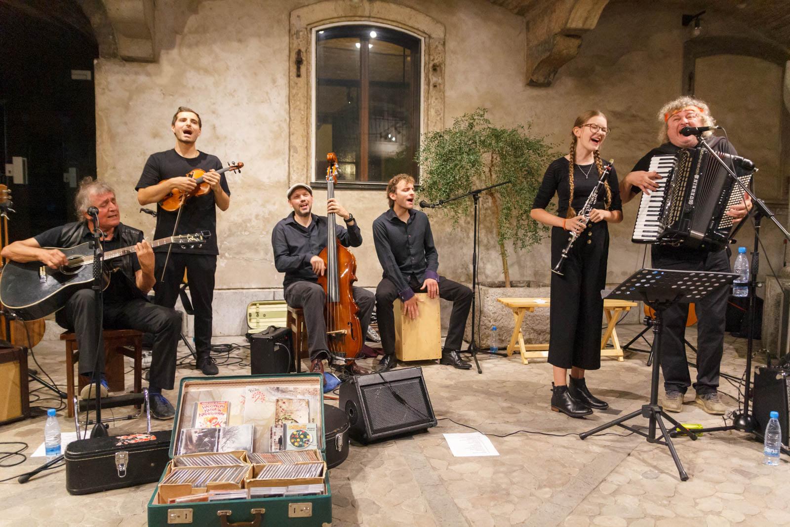 Glasbena skupina Kontrabant - etnorock festival